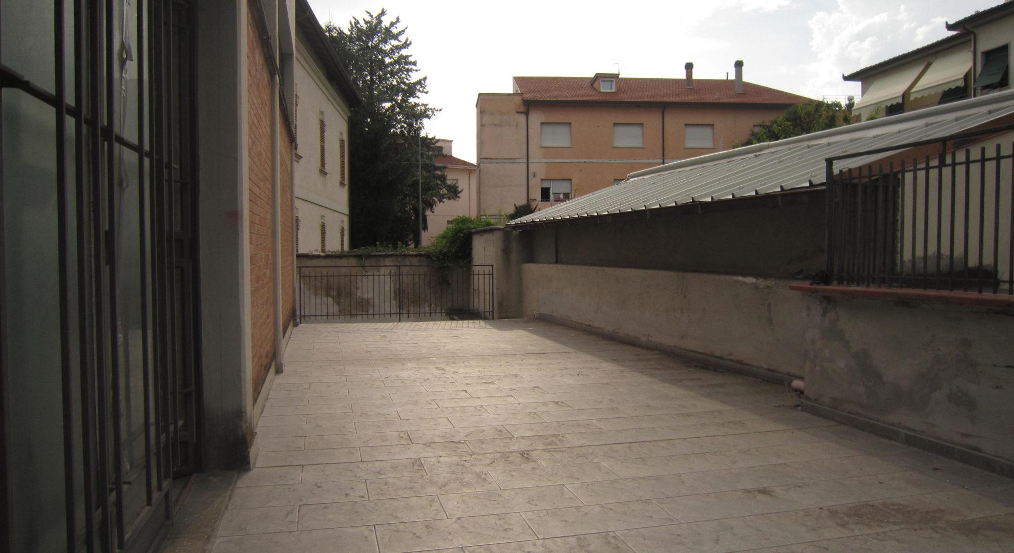 locale commerciale fronte strada Viale Roma