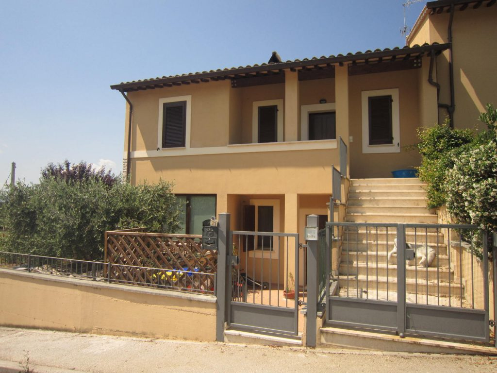 Casa indipendente con loggia panoramica Trevi